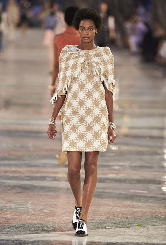 chanel-cruise-collection-fashion-show-2016-16-colorful-dresses-outfit (50)