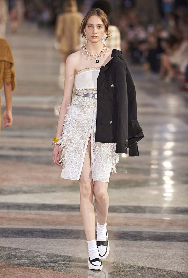 chanel-cruise-collection-fashion-show-2016-16-colorful-dresses-outfit (52)