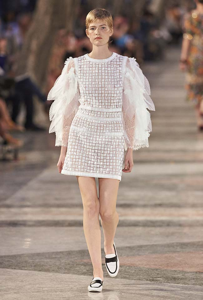 chanel-cruise-collection-fashion-show-2016-16-colorful-dresses-outfit (53)