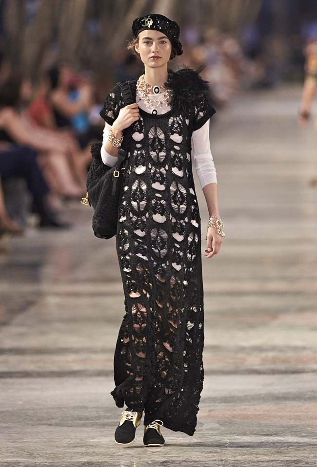 chanel-cruise-collection-fashion-show-2016-16-colorful-dresses-outfit (54)