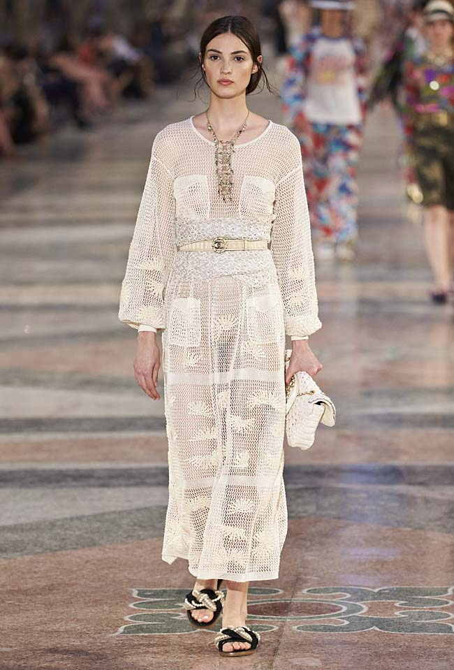 chanel-cruise-collection-fashion-show-2016-16-colorful-dresses-outfit (56)