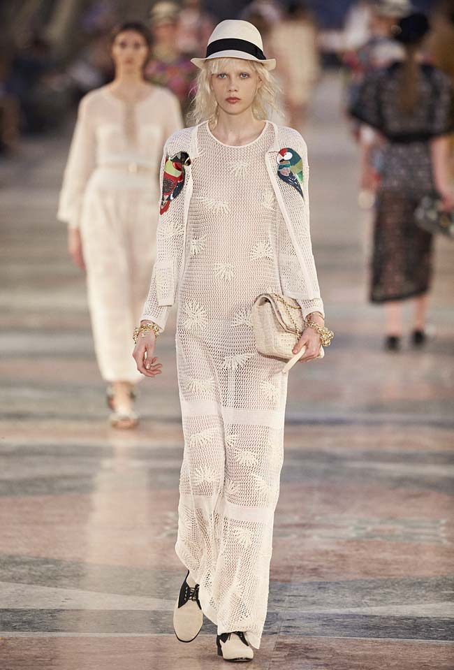 chanel-cruise-collection-fashion-show-2016-16-colorful-dresses-outfit (57)