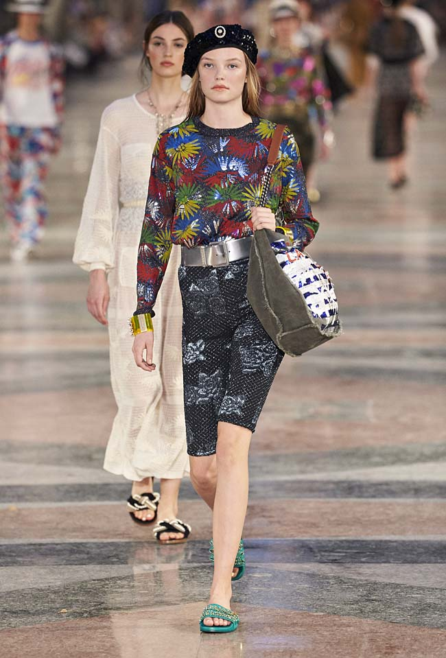 chanel-cruise-collection-fashion-show-2016-16-colorful-dresses-outfit (58)