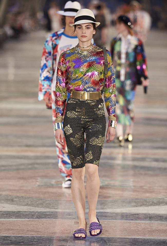 chanel-cruise-collection-fashion-show-2016-16-colorful-dresses-outfit (59)