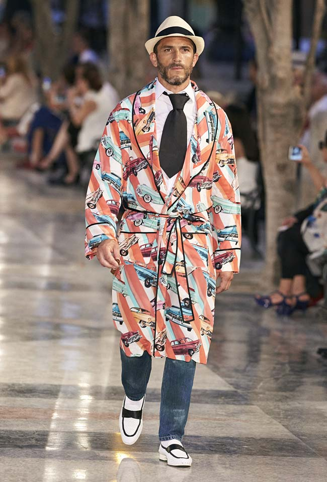 chanel-cruise-collection-fashion-show-2016-16-colorful-dresses-outfit (62)