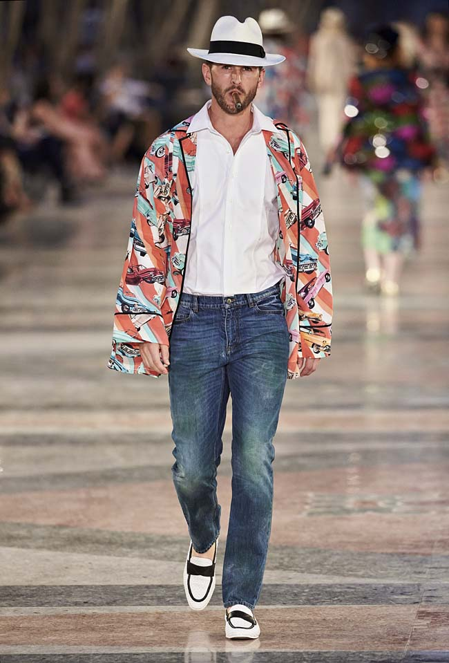 chanel-cruise-collection-fashion-show-2016-16-colorful-dresses-outfit (64)