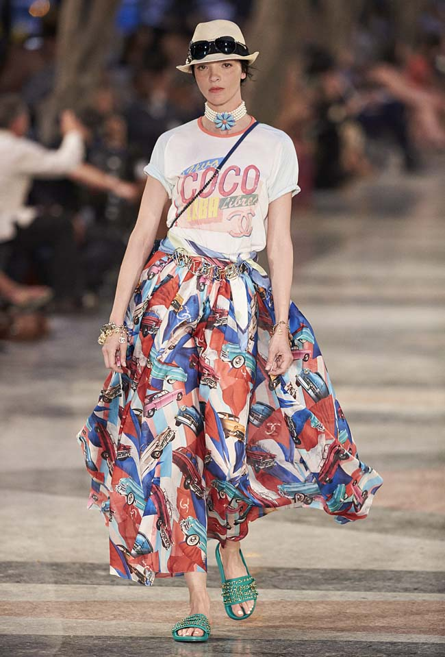 chanel-cruise-collection-fashion-show-2016-16-colorful-dresses-outfit (65)