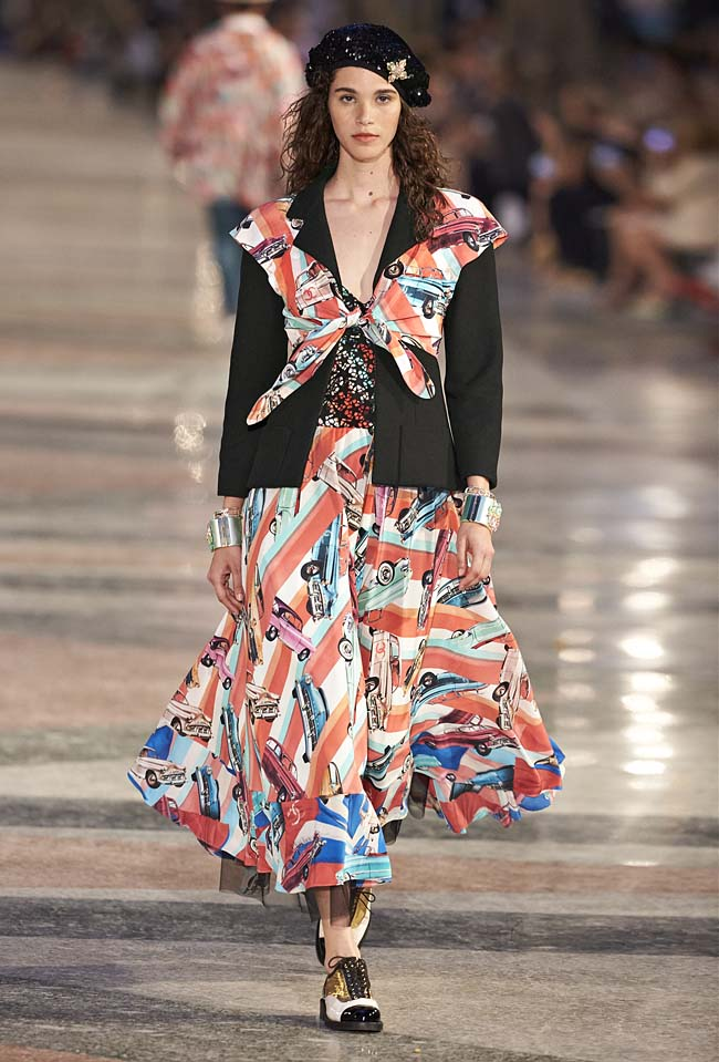 chanel-cruise-collection-fashion-show-2016-16-colorful-dresses-outfit (66)