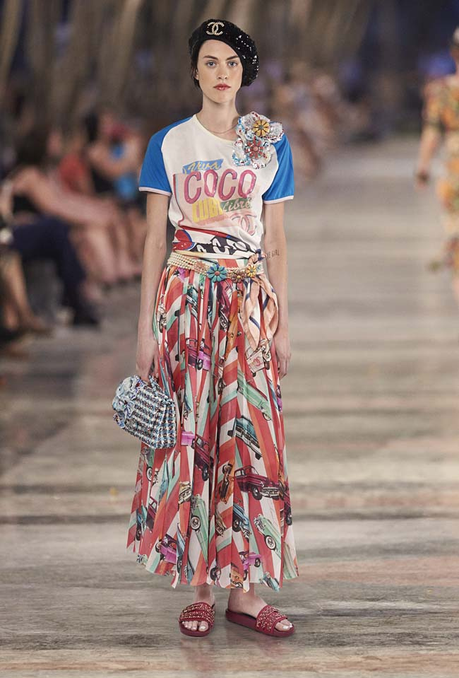 chanel-cruise-collection-fashion-show-2016-16-colorful-dresses-outfit (68)