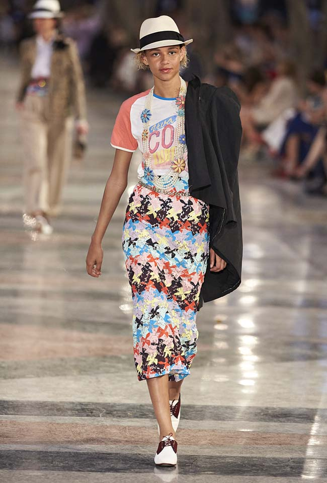 chanel-cruise-collection-fashion-show-2016-16-colorful-dresses-outfit (69)