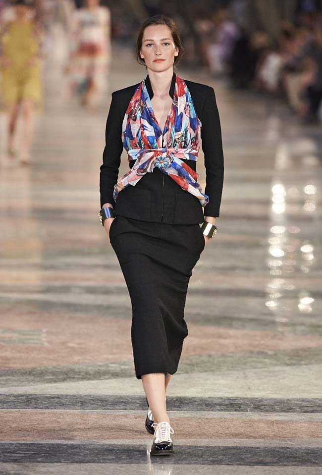 chanel-cruise-collection-fashion-show-2016-16-colorful-dresses-outfit (70)
