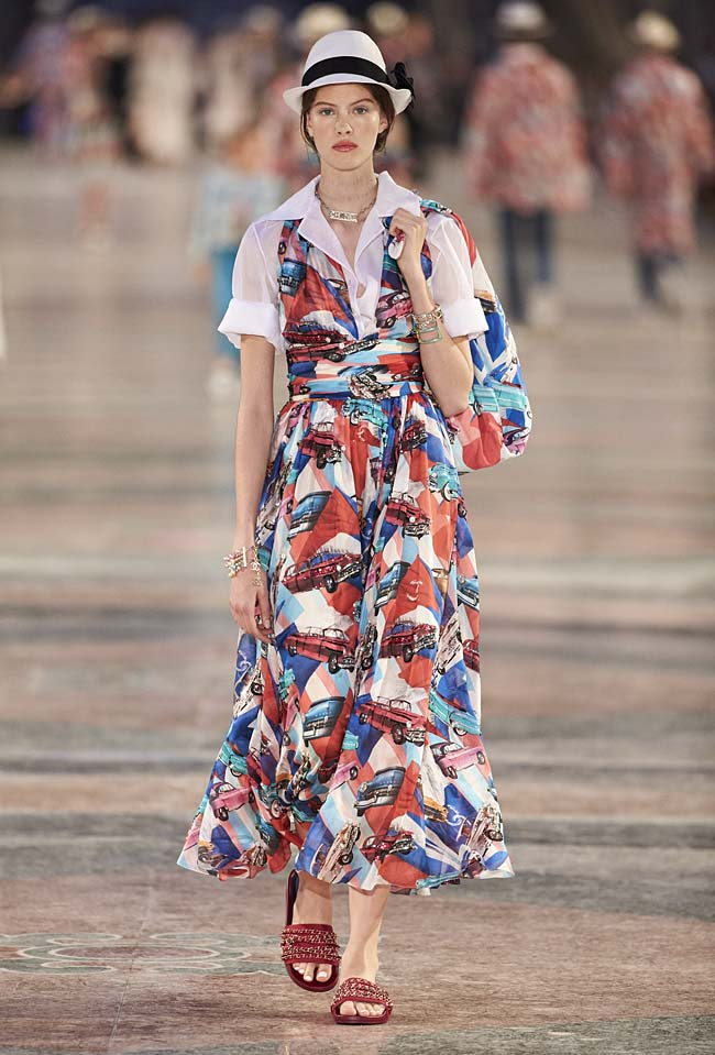 chanel-cruise-collection-fashion-show-2016-16-colorful-dresses-outfit (71)