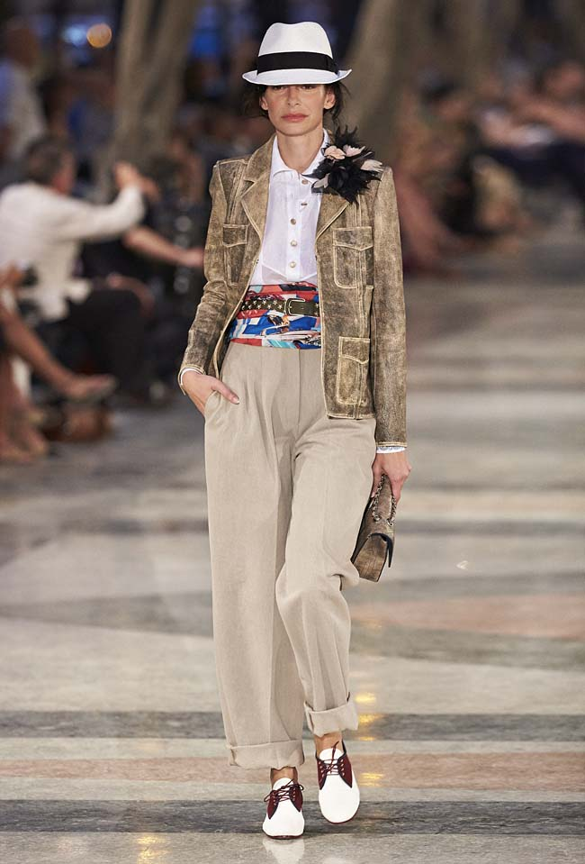 chanel-cruise-collection-fashion-show-2016-16-colorful-dresses-outfit (73)