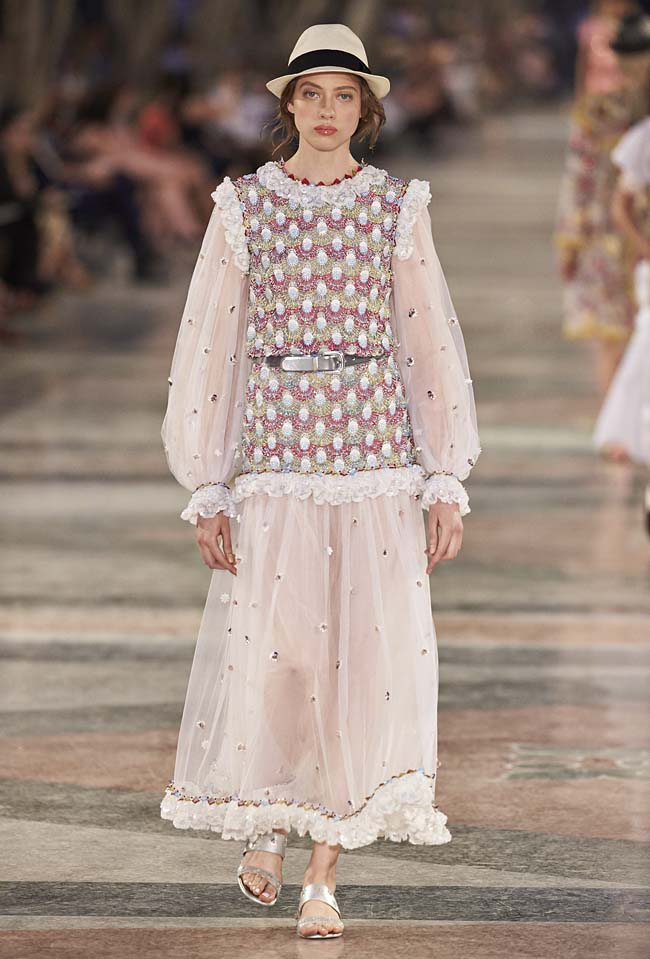 chanel-cruise-collection-fashion-show-2016-16-colorful-dresses-outfit (77)