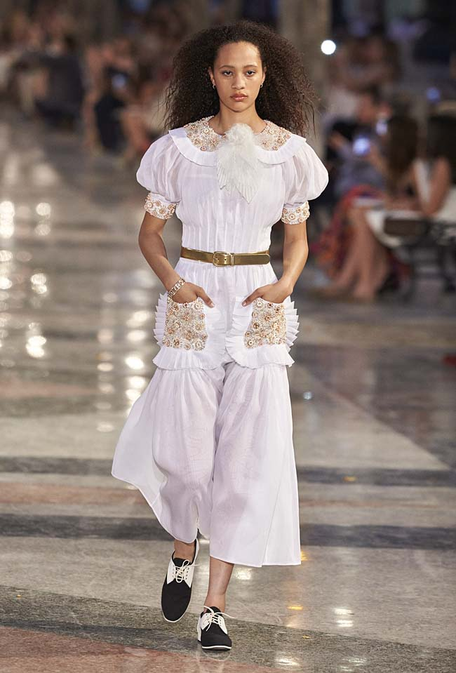 chanel-cruise-collection-fashion-show-2016-16-colorful-dresses-outfit (78)