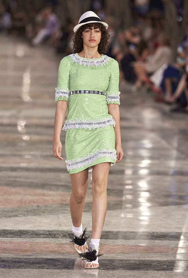chanel-cruise-collection-fashion-show-2016-16-colorful-dresses-outfit (82)-green