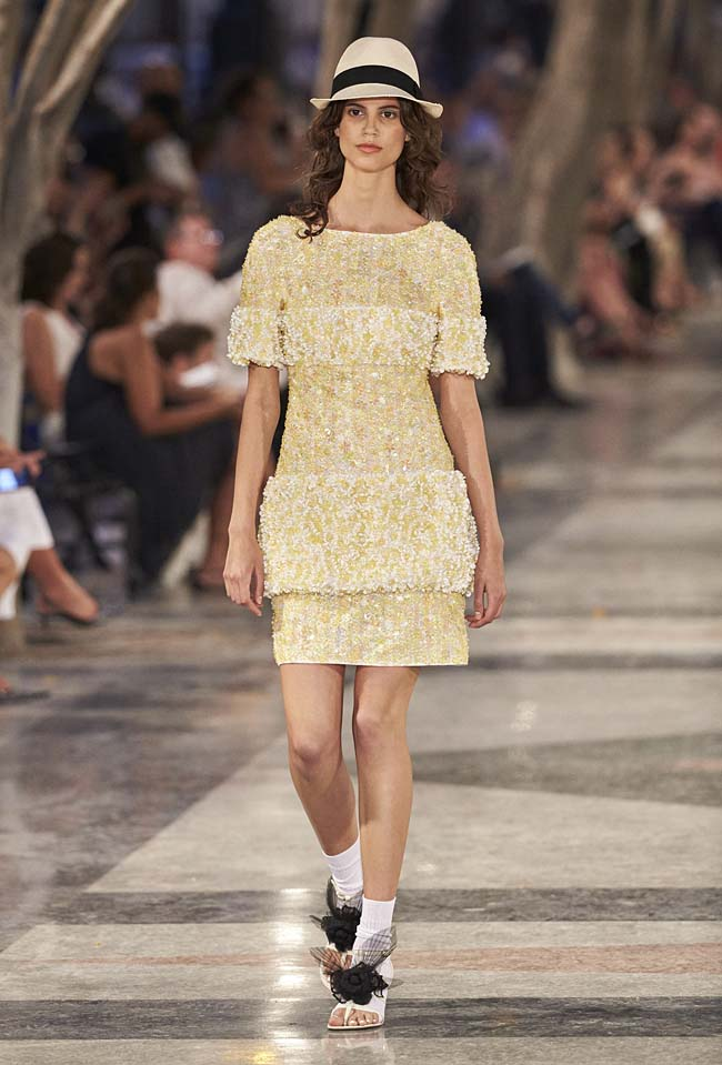 chanel-cruise-collection-fashion-show-2016-16-colorful-dresses-outfit (85)