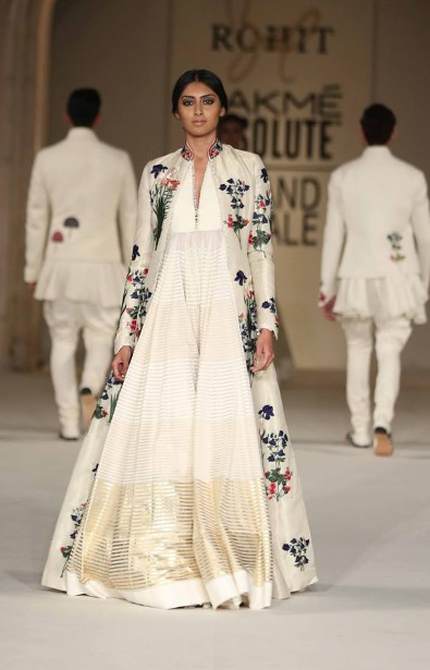 latest-indian-suit-trends-designs-rohit-bal-2016-off-white-floor-length-anarkali