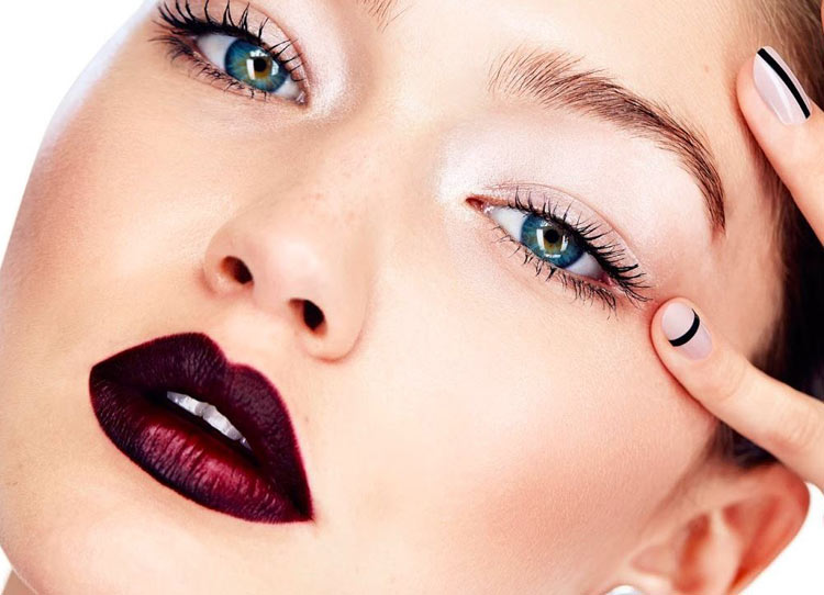 latest-lipstick-trend-fall-2016-makeup-ombre-lip-deep-wine-bold-dark-gigi-hadid-1