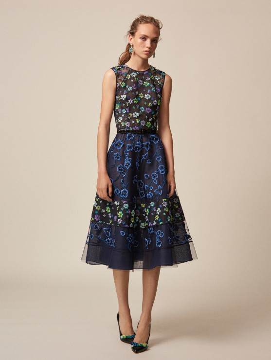 oscar-de-la-renta-resort-2016-fashion-collection-dress-outfit (6)-blue-black-floral-skirt