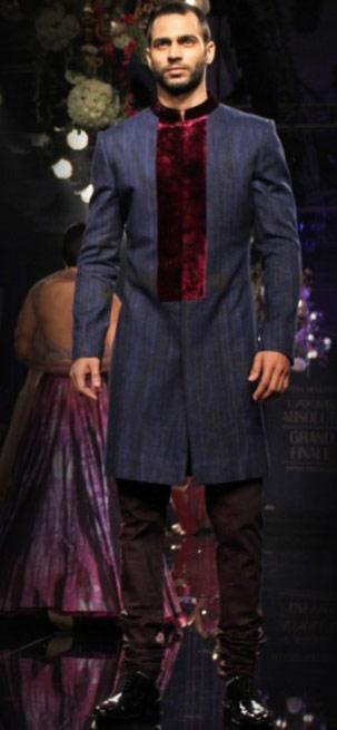 Best-wear-for-engagement-designer-Manish-Malhothra-indian-wedding-sherwani-2016