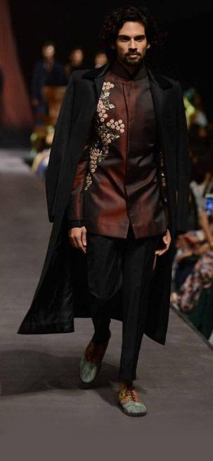 Best-wedding-wear-designer-Manish-Malhothra-indian-ring-ceremony-sherwani-long-jacket-2016
