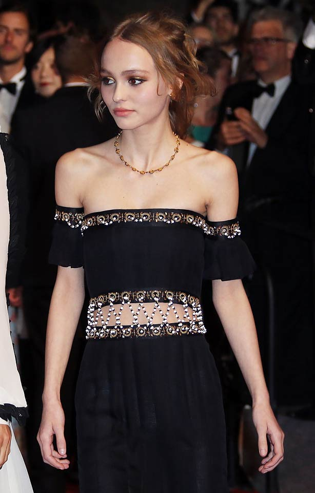 Lily-Rose-DEPP_-Cannes-International-Film-Festival_2016-off-shoulder-black-dress-red-carpet