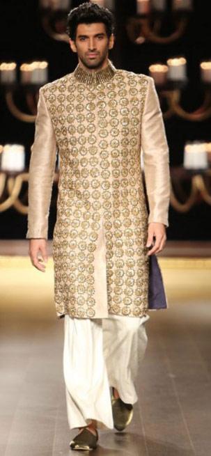Top-indian-engagement-suit-for-groom-designer-Manish--Malhothra-beige-sherwani-embroidered-star-motifs-2016