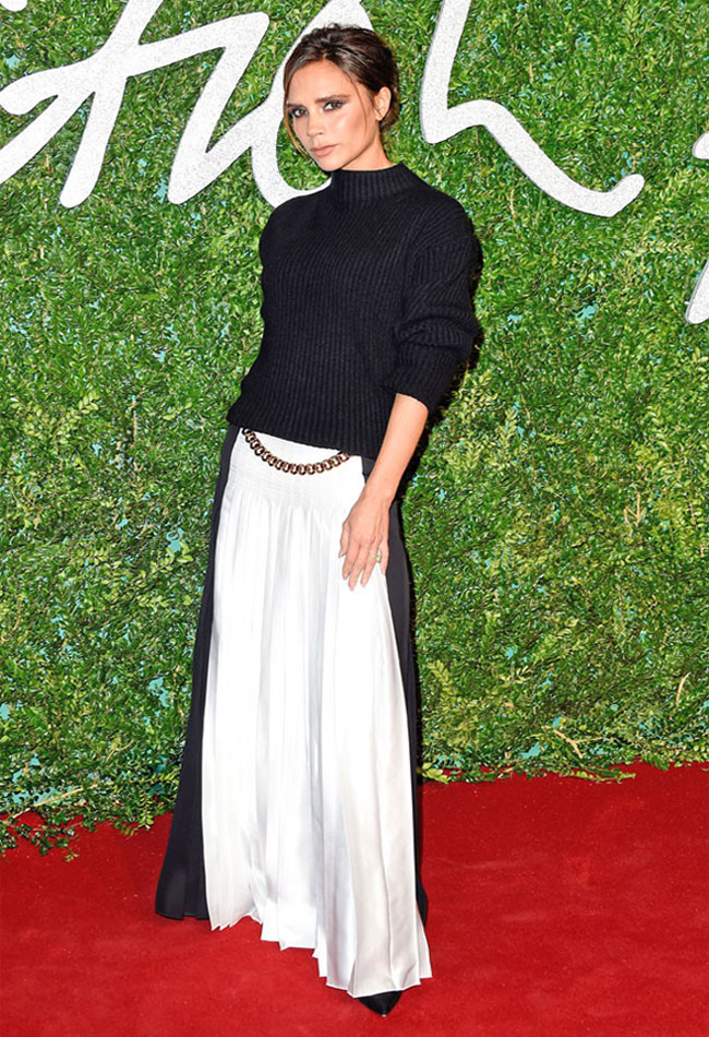advice-how-to-wear-maxi-skirt-victoria-beckham-block-black-white-turtleneck-top