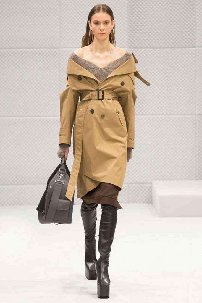 balenciaga-fall-winter-2016-17-off-shoulder-trench-coat-paris-fashion-week-fw16