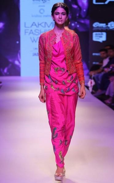 best-indian-suit-trends-designs-krishna-mehta-short-top-dhoti-pant-2016