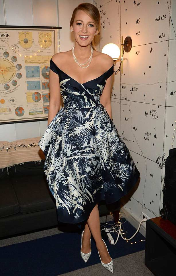 blake-lively-off-shoulder-dress-party-navy-blue-elegant-classy-look