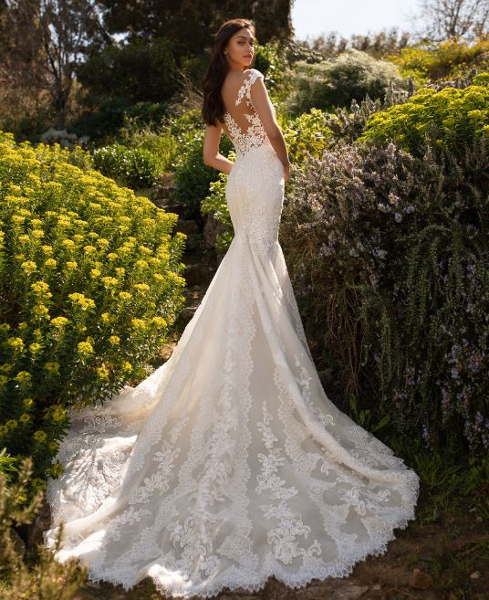 Wedding Dress Styles For Different Body Types Shilpaahuja Com