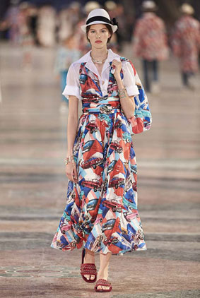cruise-fashion-show-2016-chanel-printed-car-dress-multicolor-collection