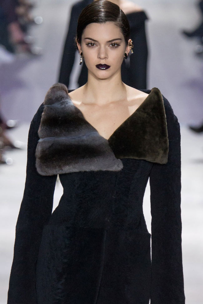 dior-fur-collar-coat-kendall-jenner-fw16-fall-winter-2016-latest-fashion-trends