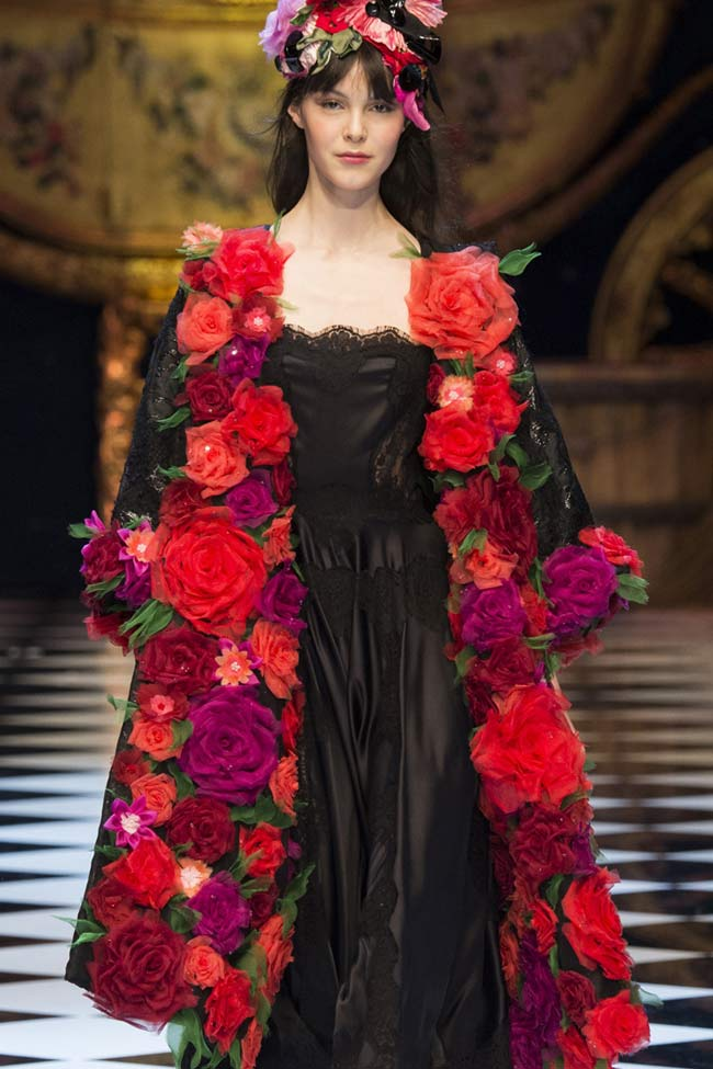 dolce-gabbana-rose--buttonless-coat-fw16-fall-winter-2016-latest-fashion-trends