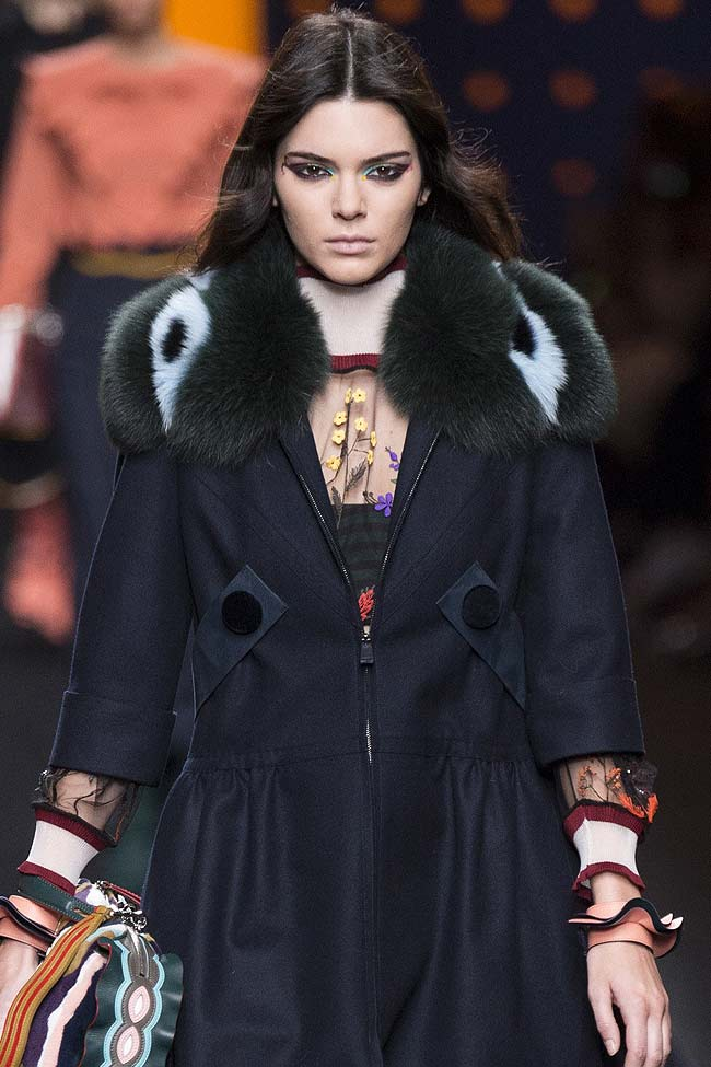 fendi-fur-collar-kendall-jenner-coat-fw16-fall-winter-2016-latest-fashion-trends