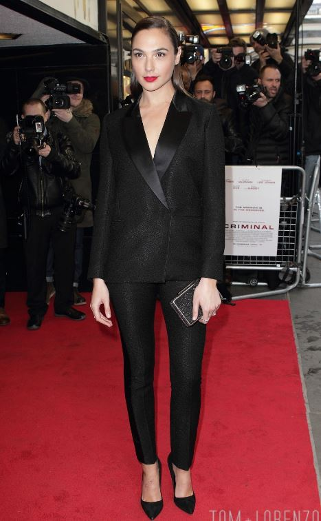gal-gadot-classic-tux-formal-look-outfit-red-carpet-celeb-womens