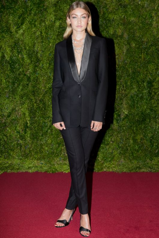 gigi-hadid-tuxedo-formal-look-outfit-party-look-classic