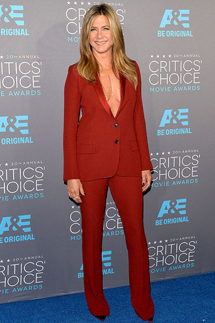 jennifer-aniston-tux-tuxedo-look-outfit-burgundy-no-shirt-sexy