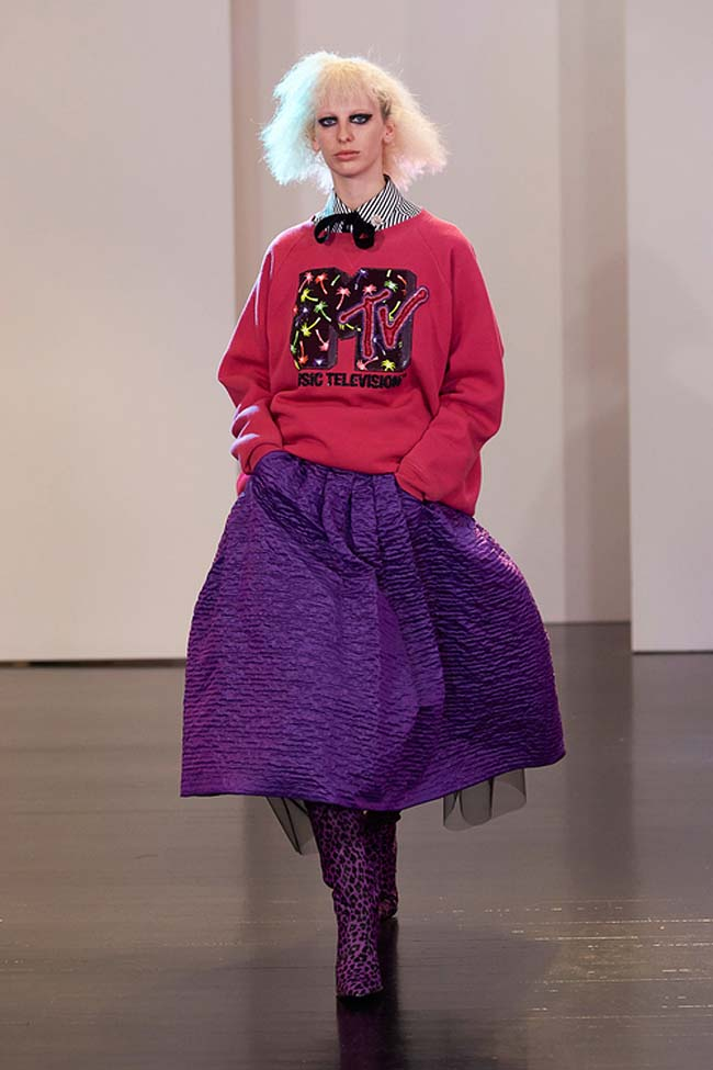 marc-jacobs-resort-2017-collection-pattern-dress-outfits (42)-purple-skirt-mtv