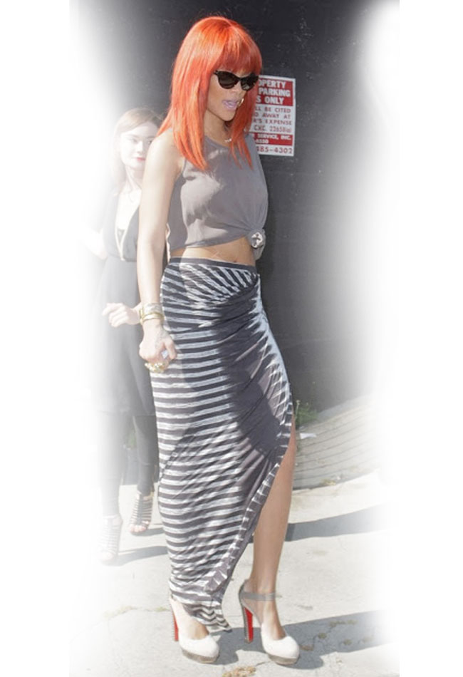 maxi-skirt-advice-how-to-wear-rihanna-striped-grey-tshirt-