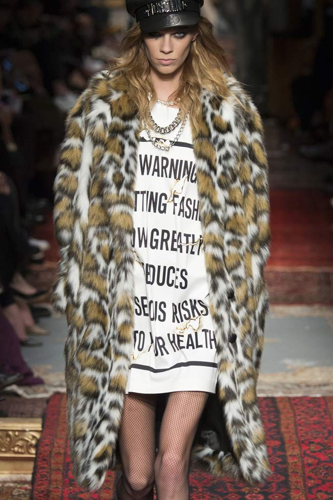 moschino-fur-buttonless-coat-fw16-fall-winter-2016-latest-fashion-trends