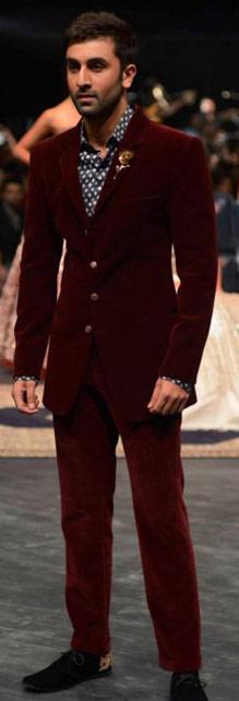 ranbir-kapoor-manish-malhotra-lakme-fashion-week-winter-2016-mens-fashion-menswear-ethnic-burgundy-suit-velvet-wedding-1
