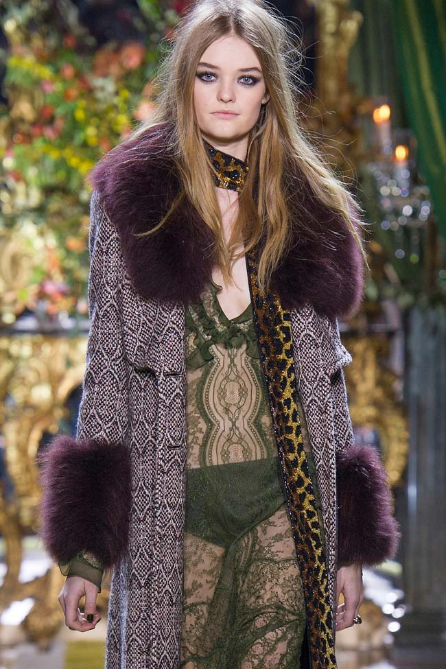 roberto-cavalli-fur-collar-purple-coat-fw16-fall-winter-2016-latest-fashion-trends