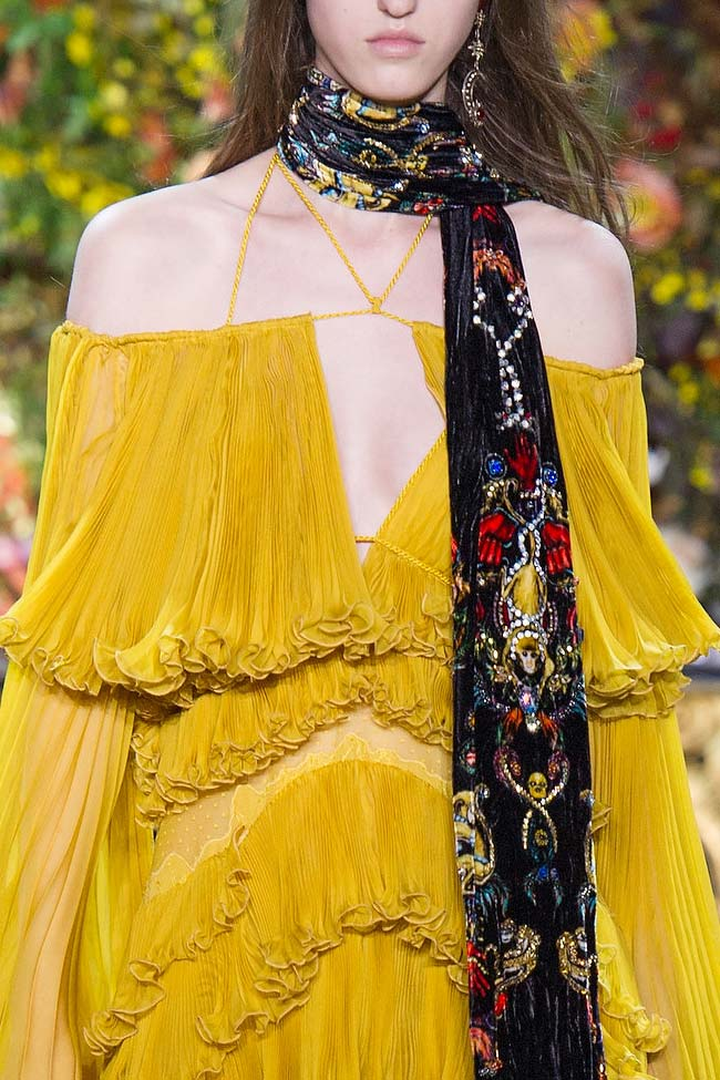 roberto-cavalli-gold--ruffle-dress-fw16-fall-winter-2016-latest-fashion-trends
