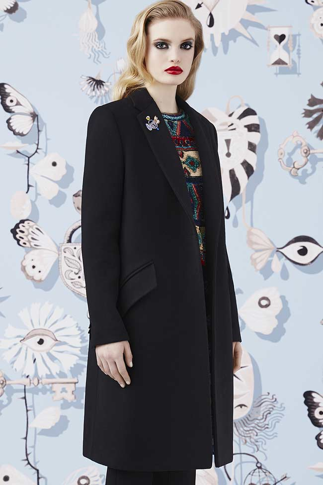 schiaparelli-black-wool-buttonless-coat-fw16-fall-winter-2016-latest-fashion-trends