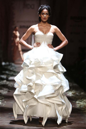 shantanu-nikhil-designer-aw16-indian-fashion-week-amazon-white-gown-layered