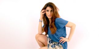 shilpa-ahuja-gap-tee-t-shirt-mini-skirt-blue-casual-sexy-cute-hot-floral-skirt