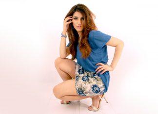 shilpa-ahuja-gap-tee-t-shirt-mini-skirt-blue-casual-sexy-cute-hot-floral-skirt